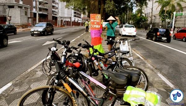 Muita gente foi de bicicleta ao protesto. Foto: Rachel Schein