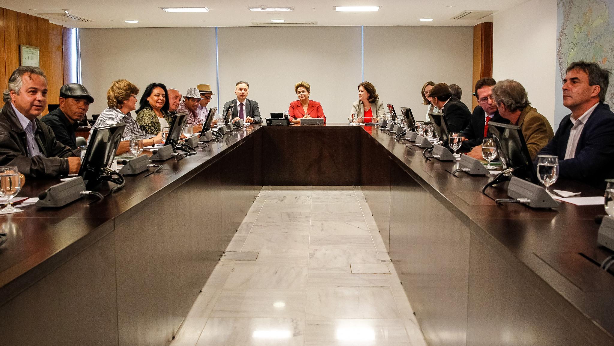 A presidenta Dilma Rousseff recebeu representantes de movimentos urbanos em Brasília. Na direita da imagem vemos Zé Lobo, da Transporte Ativo. Foto: Roberto Stuckert Filho-PR