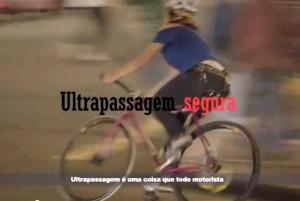Aline Cavalcante fala sobre ultrapassagem segura em um dos vídeos. Imagem: Reprodução