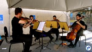 Quarteto de cordas Brasilis toca em estacionamento da Barra Funda, parte da programação da ciclovia musical. Foto: Rachel Schein/VdB
