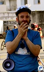"""Marcelo Gama dirigiu os ciclistas que participaram da execução da ópera """"Brisa"""". Foto: Rachel Schein/VdB"""