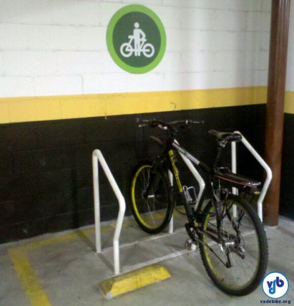 Bicicletário em supermercado de São Paulo: agradando os clientes e cumprindo a Lei. Foto: Willian Cruz