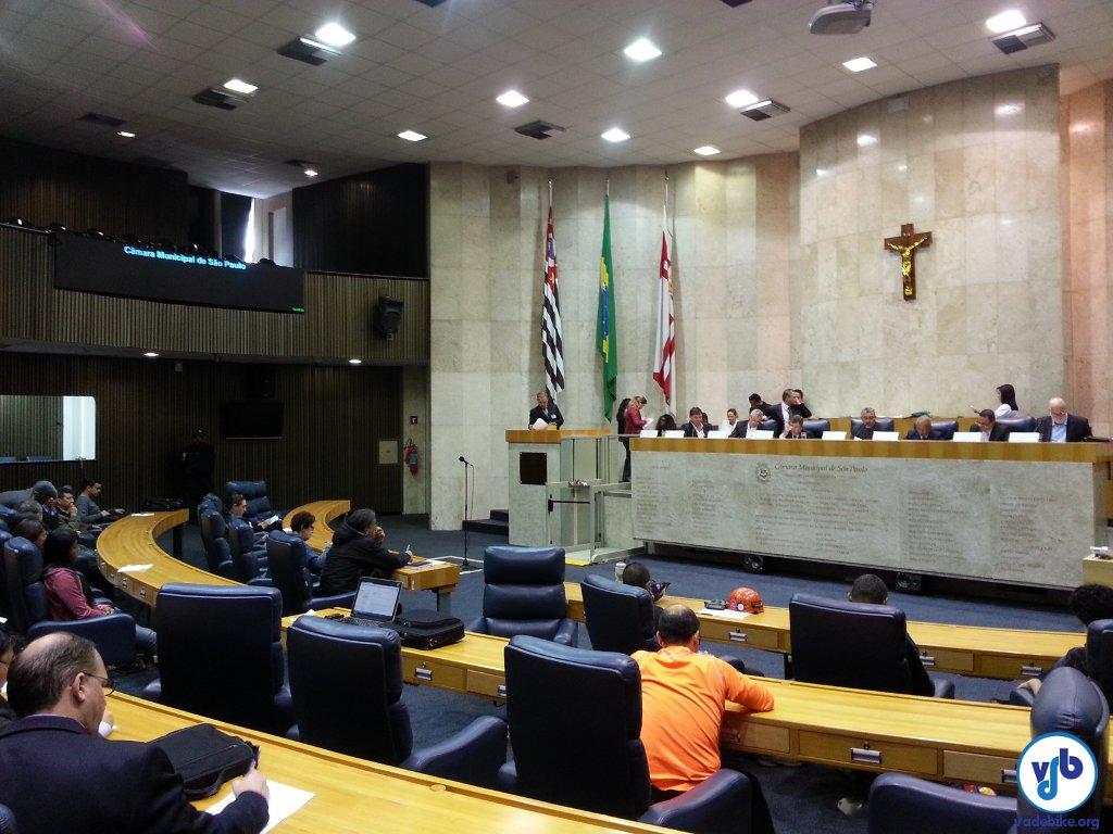 Comissão decidiu pelo adiamento do PL. Sociedade civil precisa dialogar com o proponente do projeto, vereador Adilson Amadeu (PTB). Foto: Willian Cruz