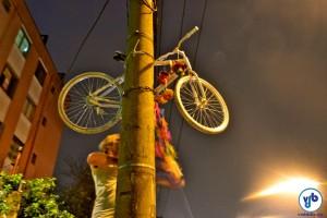 Bicicleta branca em homenagem a José Aridelson, na R. Ari Aps. Foto: Rachel Schein