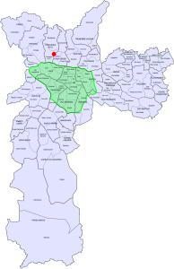 Além das pontes: o ponto em vermelho marca o local onde a contagem foi realizada. A área verde representa o chamado centro expandido. Arte: Willian Cruz/VdB, sobre mapa de Fábio Soldá/Wikimedia Commons