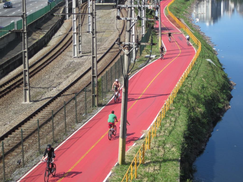 Ciclovia Rio Pinheiros será fechada por dois anos. Ciclistas pedem alternativas e órgãos públicos se omitem. Foto: Edson Hiroshi Aoki (cc)