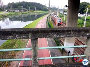 A ciclovia vista de cima da ponte. Repare que a altura a ser vencida não é tão grande. Foto: Willian Cruz