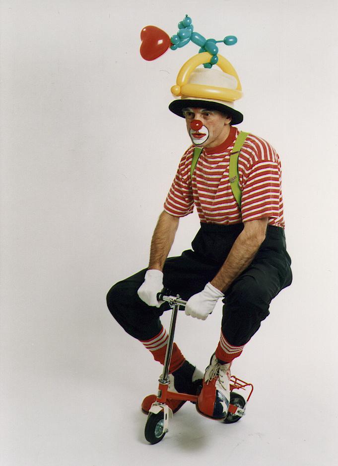 Todo nosso respeito aos palhaços, mas é assim que o ciclista paulistano está sendo visto pela CPTM e pelo Metrô nesse caso. Foto: International Clown Festival de Svendborg/Divulgação