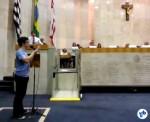 Gabriel di Pierro, da Ciclocidade, tentando mais uma vez esclarecer por que o projeto é prejudicial ao uso da bicicleta na cidade. Foto: Willian Cruz