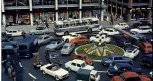 Play Time, de 1967: carrosel de carros. Imagem: Reprodução