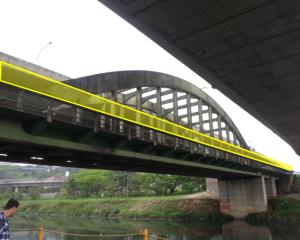 Utilização da passarela lateral da Ponte João Dias para que os ciclistas possam passar à margem oposta do Rio Pinheiros. Acesso será com escada e canaletas no lado atual e com uma rampa na margem oposta. Imagem: Metrô/Reprodução