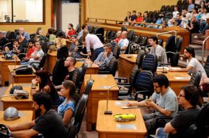 Ciclistas ocuparam os assentos dos vereadores ausentes na Câmara. Foto: Ederson Nunes