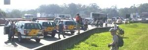 Em 2008, um grande efetivo policial impediu que centenas de ciclistas descessem pela primeira vez, de forma coletiva, o que se tornaria no ano seguinte a Rota Márcia Prado. Foto: Leonardo Cuevas