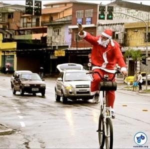 Gallo chegou fantasiado de Papai Noel, em sua bicicleta de dois andares. Foto: Rachel Schein