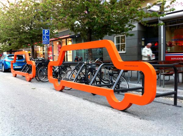 Bicicletário em forma de carro da Cyclehoop, empresa de arquitetura e design do Reino Unido. Foto: Divulgação