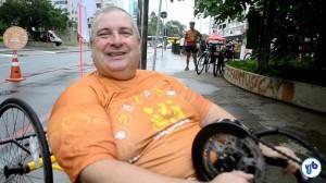"""Edson Santi: """"a cidade ainda não é confiável"""" para se locomover com uma handbike. Foto: Rachel Schein"""