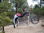 O acidente pode ter sido parecido com esse, mas o ciclista ficou de pé (rá!). Foto: UltraRob (cc)