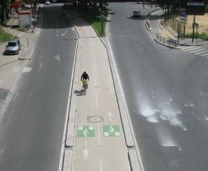 Uma das ciclovias que compõem a infraestrutura cicloviária de Paris. Crédito: Wikimedia Commons