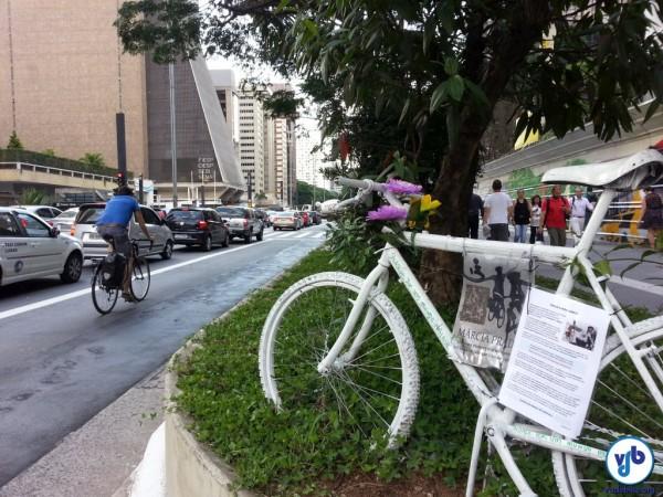 Uma Ghost Bike marca o local onde Márcia Prado foi levada pela intolerância. Foto: Willian Cruz