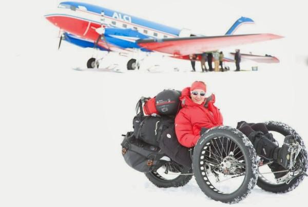 Com um triciclo especialmente concebido para a competição, a britânica Maria Leijerstam atingiu o Polo Sul em 27 de dezembro.