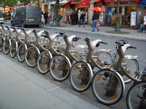 O Vélib, de Paris, é um dos sistemas de bicicletas públicas pioneiros no mundo. Crédito: Wikimedia Commons