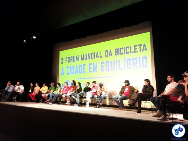 Organizadores fazem seu agradecimento na cerimônia de encerramento, logo antes da escolha da próxima cidade. Foto: Willian Cruz