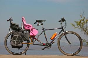 O primeiro projeto de Artur foi a Bicicletona (long-tail) que foi construída com a solda de dois quadros. (Foto: arquivo pessoal Artur Elias)