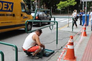 Instalação de paraciclo em rua do centro de Florianópolis. Foto/Divulgação