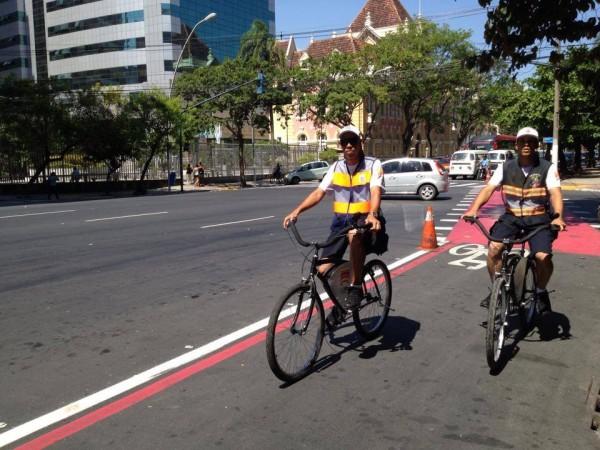 Agentes da Nittrans passaram a trabalhar utilizando bicicleta como parte da política de mobilidade por bicicleta da cidade. Foto: Reprodução/Niterói de Bicicleta