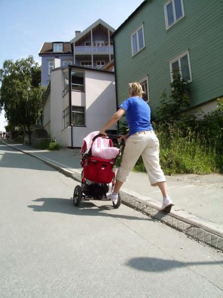 Elevador de Trondheim também é utilizado por pessoas com carrinhos de bebê. Foto: Divulgação
