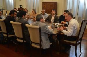 Em reunião, governador promete licitar obras da ciclovia até novembro desse ano. Foto: Divulgação/Governo do Espírito Santo