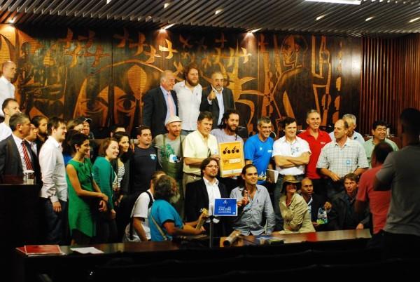 Após pressão popular e audiência pública, governo do Paraná adere à campanha IPI Zero. Foto: Douglas Oliveira