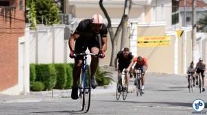 """Gênesis Guimarães, o Geninho, venceu na categorias """"bike fixa"""" e """"Absoluto"""" na segunda edição do campeonato, em abril deste ano. Foto: Rachel Schein"""