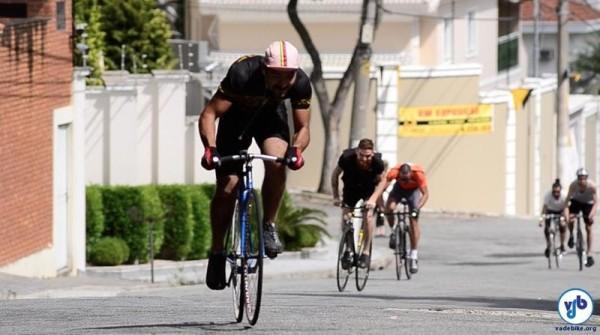 """Gênesis Guimarães, o Geninho, venceu na categorias """"bike fixa"""" e """"Absoluto"""". Foto: Rachel Schein"""
