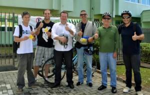 Em Curitiba, o secretário estadual de Meio Ambiente e Recursos Hídricos, Antonio Caetano de Paula Junior, chegou pedalando, de calça, camisa e sapato, pronto para trabalhar. Foto: SEMA-PR/Divulgação