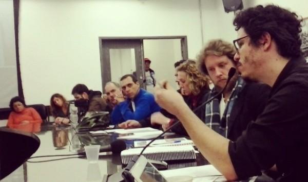 Vários ciclistas estiveram à mesa, incluindo dois representantes da Ciclocidade, Gabriel di Pierro (direita) e Daniel Guth (ao seu lado) e Willian Cruz (de azul), do Vá de Bike. Foto: Rodrigo Vicentim