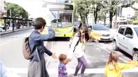 Caminhada educativa visa a formar cidadãos conscientes no futuro. Foto: reprodução/YouTube