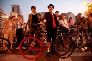 A Tweed Ride faz uma divertida volta no tempo, trazendo de volta o charme do início do século XX. Imagem da edição 2011 de São Paulo. Foto: Laura Sobenes