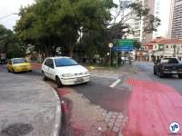 Certamente, estacionar onde está esse carro não será mais permitido. Foto: Willian Cruz