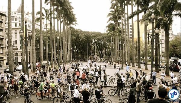 Uma volta no tempo em duas rodas, no centro histórico de São Paulo. Foto: Rachel Schein