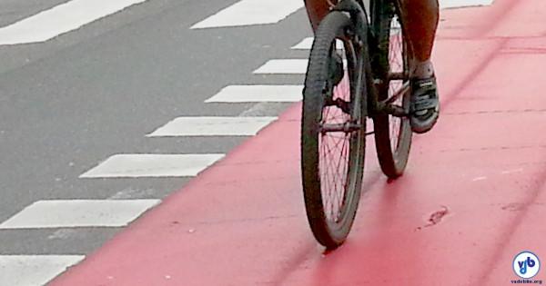 Sapatilha de ciclismo na cidade ajuda ou atrapalha? Foto: Willian Cruz
