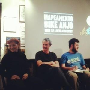 Bate-papo com Renata Falzoni, Arturo Alcorta e JP Amaral sobre panorama do cicloativismo no Brasil abriu o evento do Bike Anjo, no Bar e Bicicletaria Las Magrelas. Foto: Reprodução/Bike Anjo