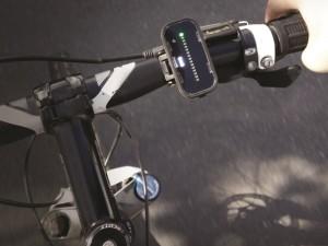 Parte do equipamento, instalado no guidão, alerta ciclista para a aproximação do motorista. Foto: Divulgação