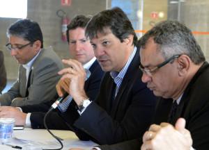Da esquerda para a direita: Fernando de Mello Franco (Secretário de Desenvolvimento Urbano), Jilmar Tatto (Secretário de Transportes), Fernando Haddad (Prefeito) e Chico Macena (Secretário de Governo). Foto: Fernando Pereira/Secom