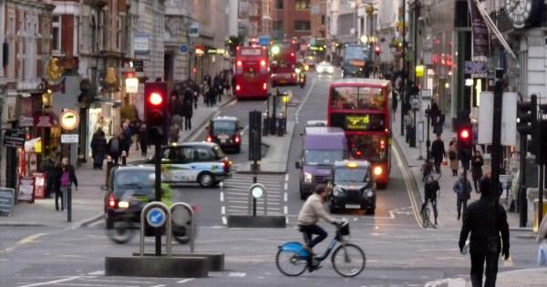 Pesquisa mostra que os ocupantes de veículos motorizados são mais afetados pela poluição do ar. Foto: Megan Eaves (cc)