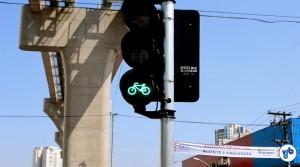 Sinal verde para os ciclistas na cidade. Foto: Rachel Schein
