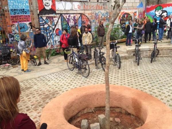 Após cinco meses de obras realizadas por voluntários, Praça de Bolso do Ciclista é inaugurada em Curitiba. Foto: Mundo Munhoz
