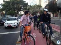 O prefeito na volta para casa: mais rápido que os seguranças. Foto: Kaciane Martins