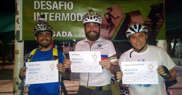 """Os """"ciclistas rápidos"""", que chegaram primeiro no Desafio de Fortaleza (apenas um dos tempos foi considerado para a categoria). Foto: Ciclovida/Divulgação"""