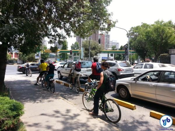 """Ciclovia """"congestionada"""" na capital chilena: crescimento do uso da bicicleta tem sido espantoso. Foto: Willian Cruz"""